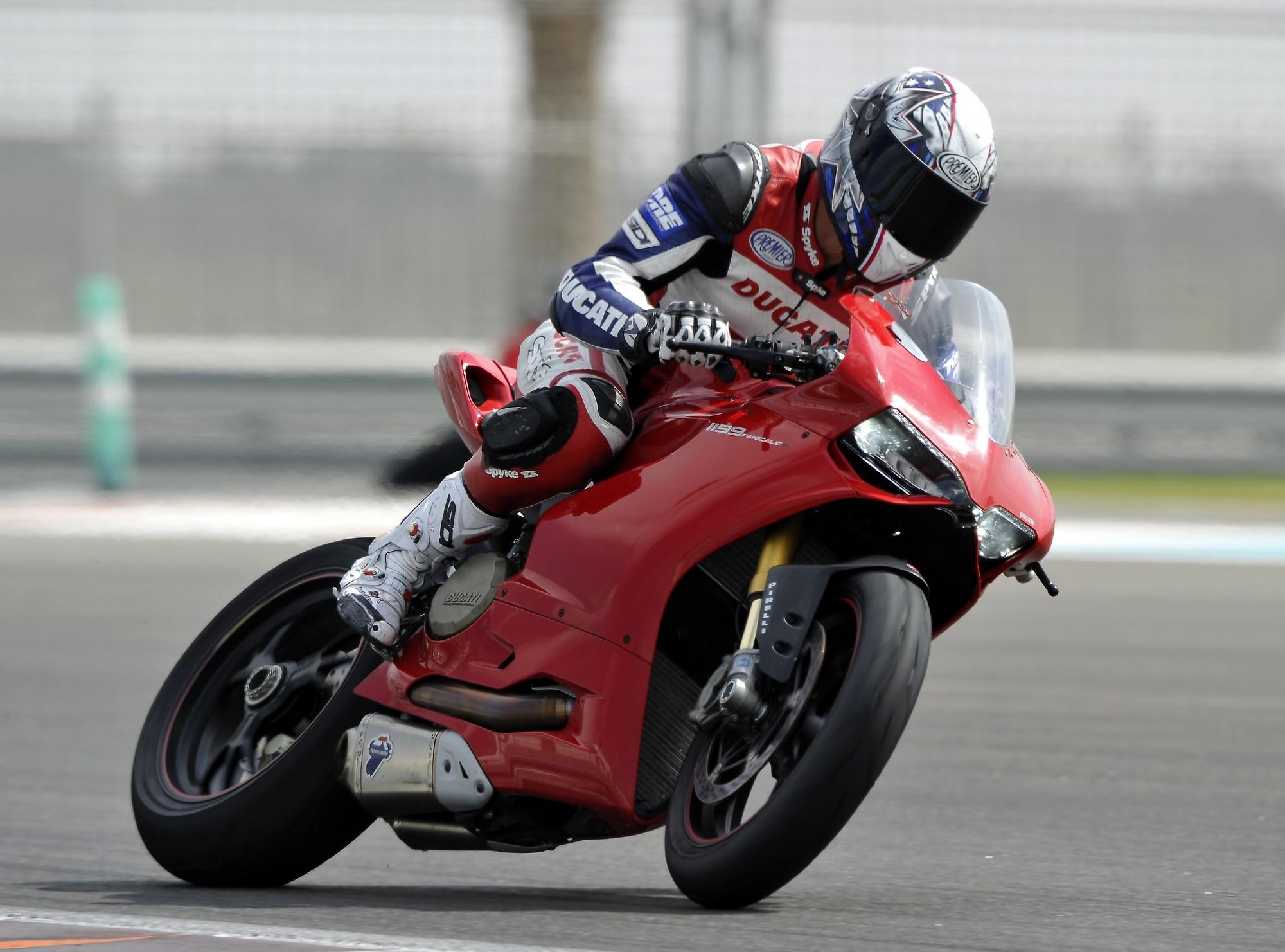 Dengiu_Troy_Bayliss_Accademy_2013_Ducati