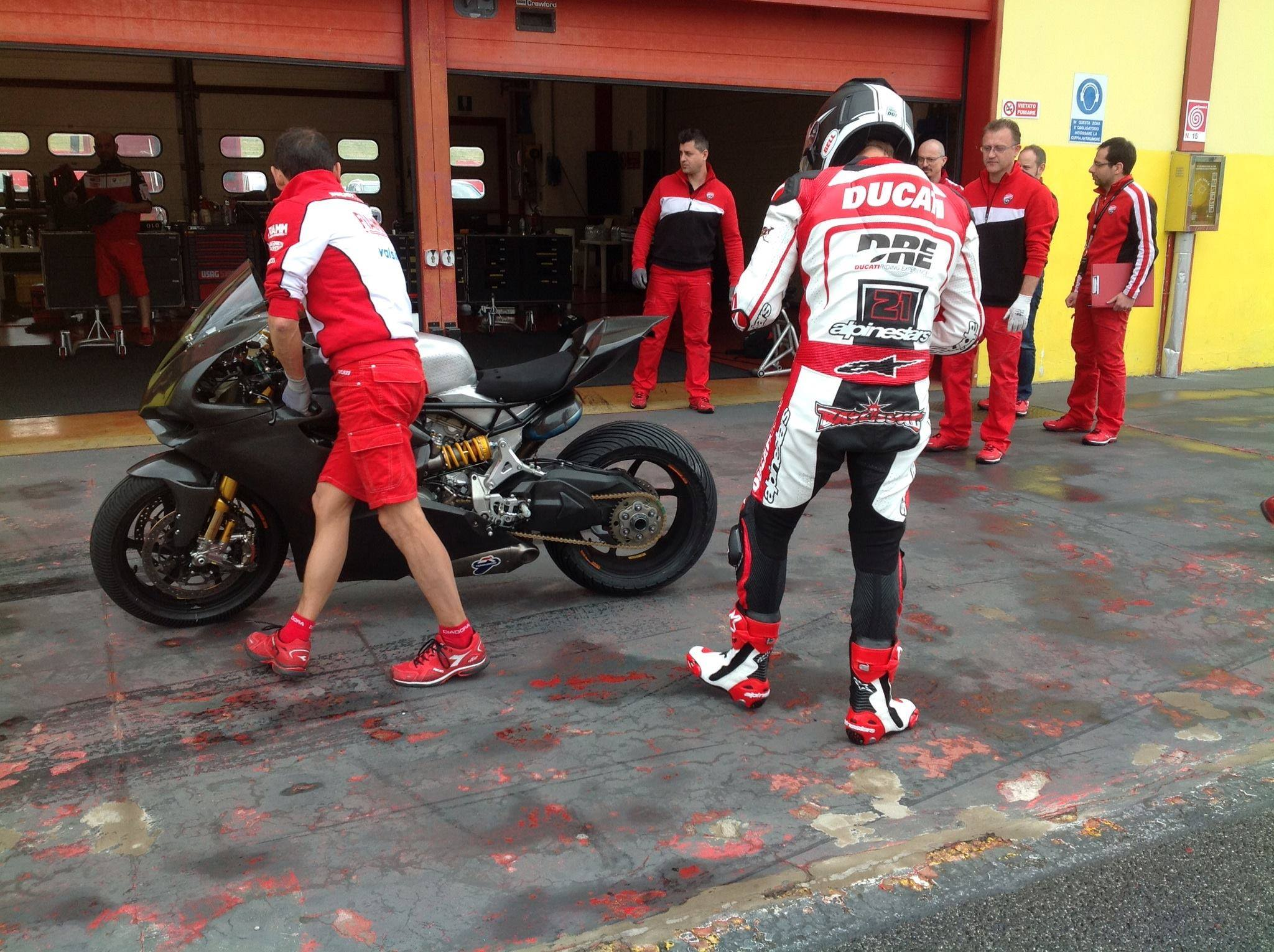 troy_bayliss_ducati_panigale_superbike_test_mugello_maggio_2014_03
