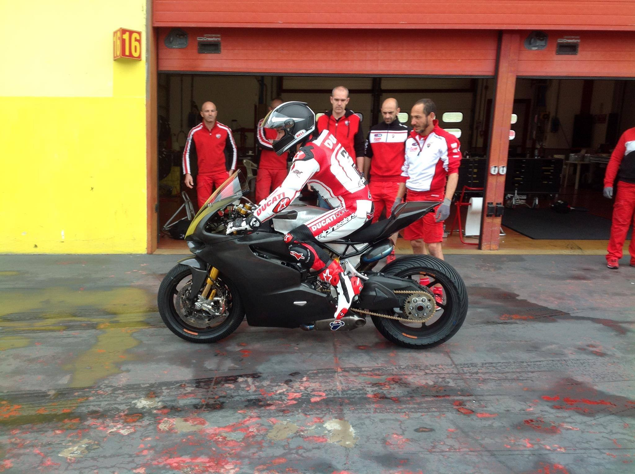 troy_bayliss_ducati_panigale_superbike_test_mugello_maggio_2014_04