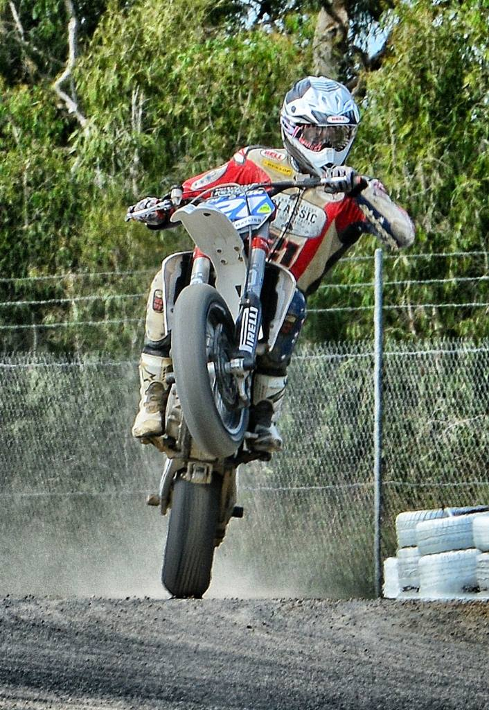 troy_bayliss_campionato_australiano_supermoto_s2_s3_02